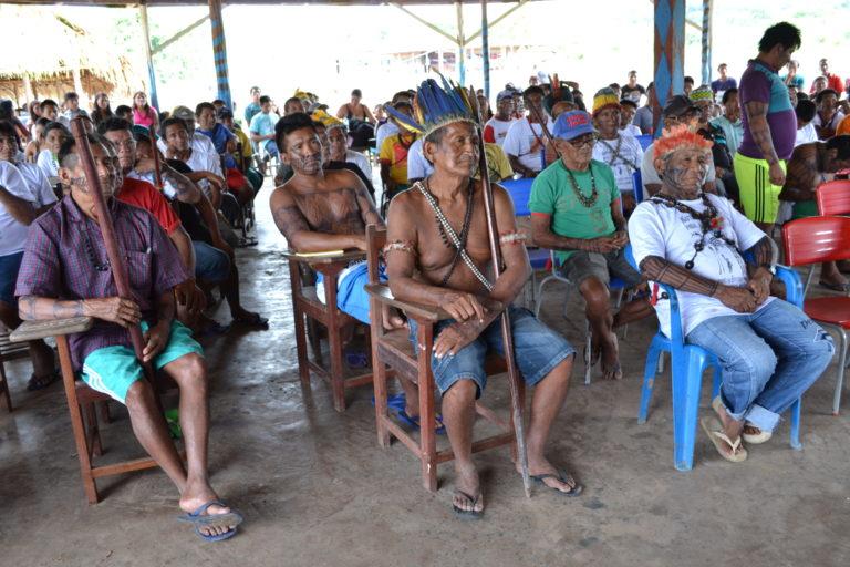 Assembleia da Nação Munduruku na aldeia Katô (foto: Marco Mota).